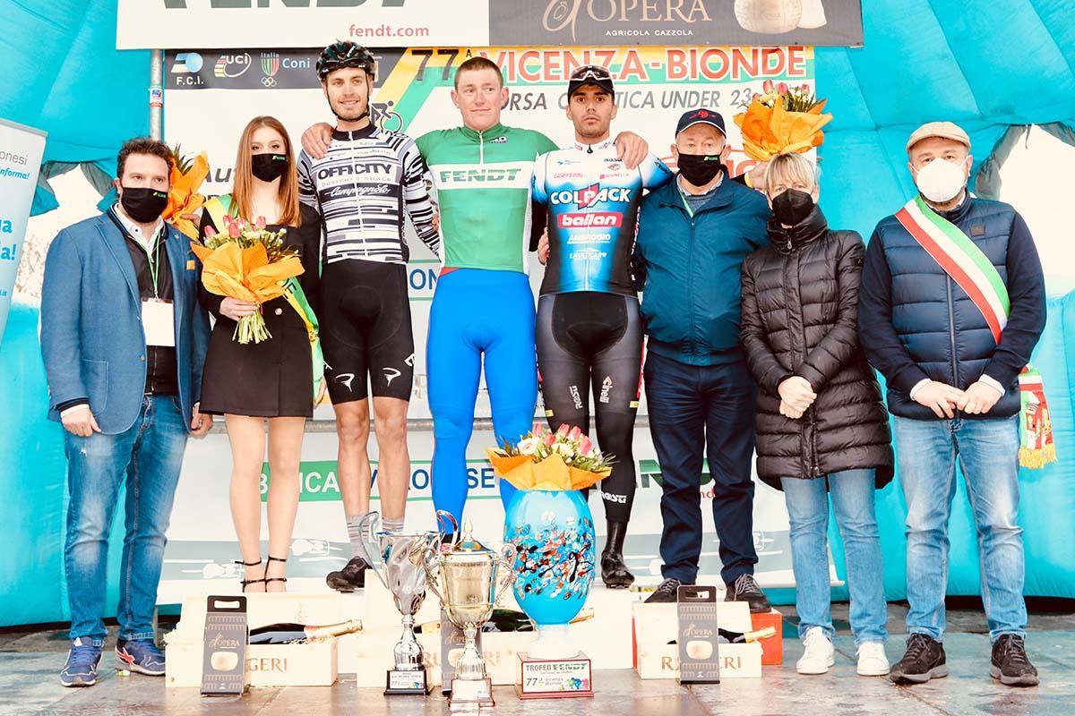 Il podio della Vicenza-Bionde 2021 (foto Photobicicailotto)