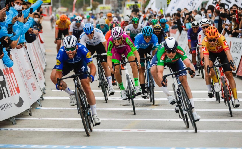Mark Cavendish vince l'ottava tappa del Giro di Turchia 2021