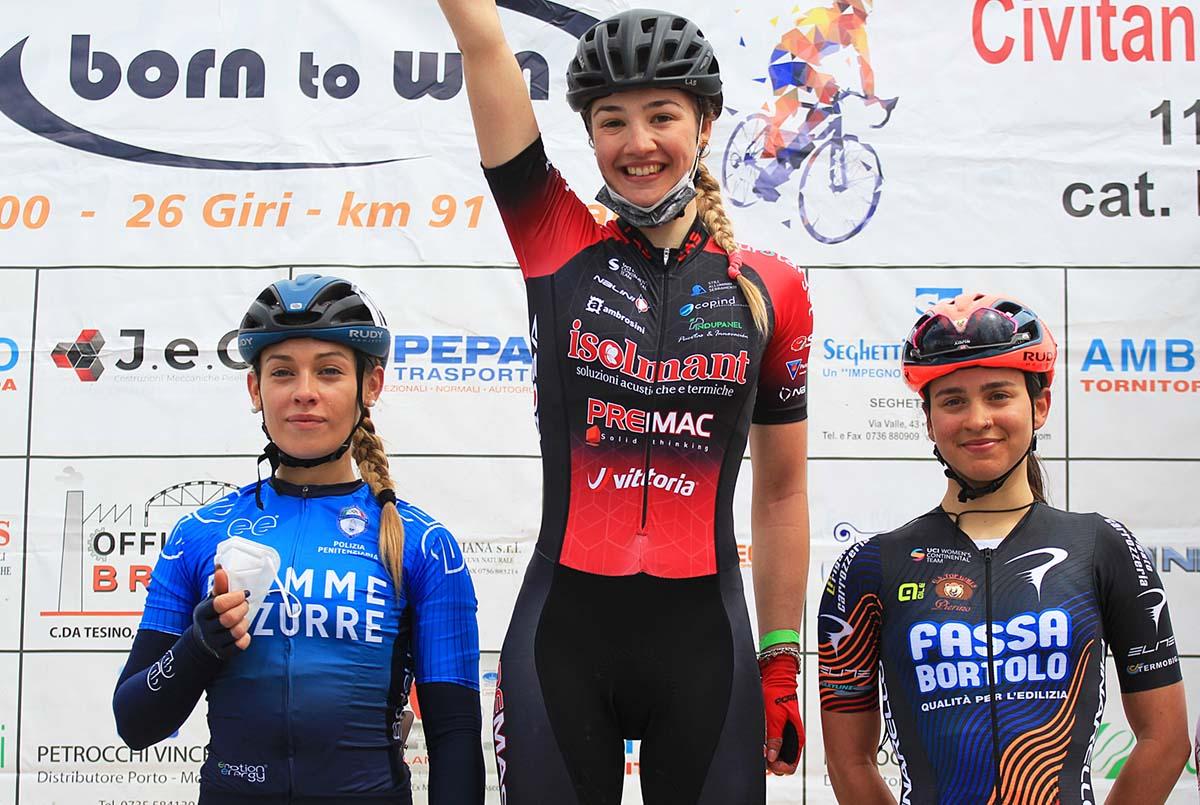 Il podio della gara Donne Open di Civitanova Marche (foto Rodella)