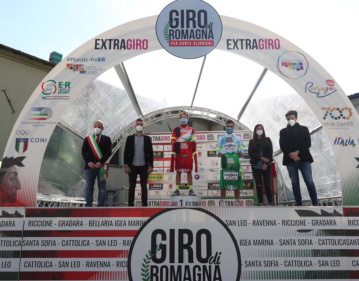 Ayuso e Romano con le maglie dopo la seconda tappa del Giro di Romagna per Dante Alighieri 2021 (foto IsolaPress)