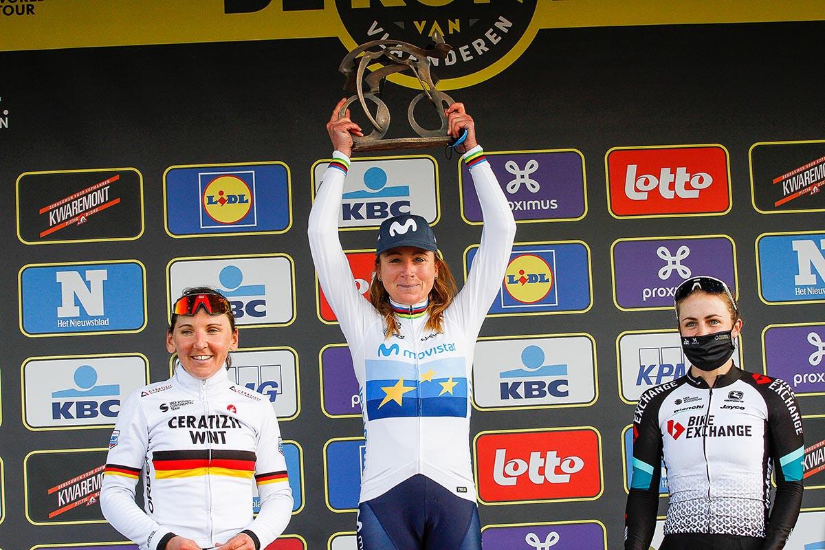 Il podio del Giro delle Fiandre femminile 2021 (foto Sportfoto.nl)