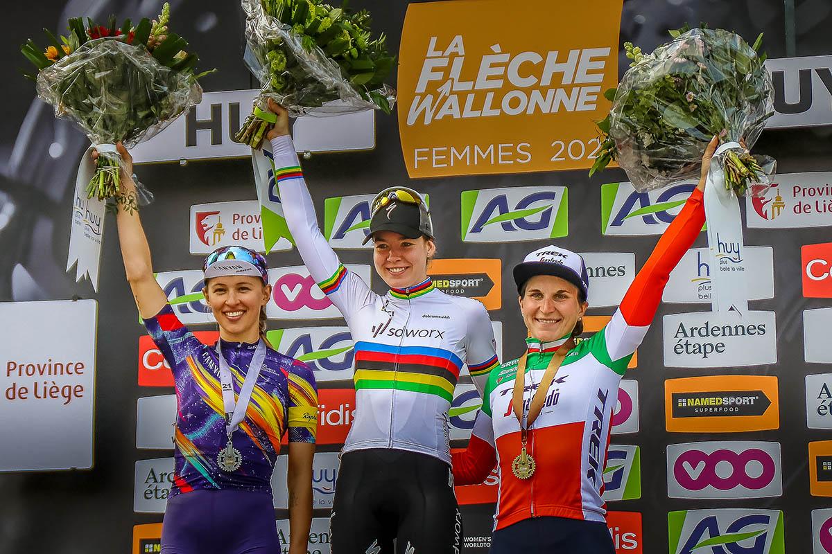 Il podio della Freccia Vallone femminile (foto Sportfoto.nl)