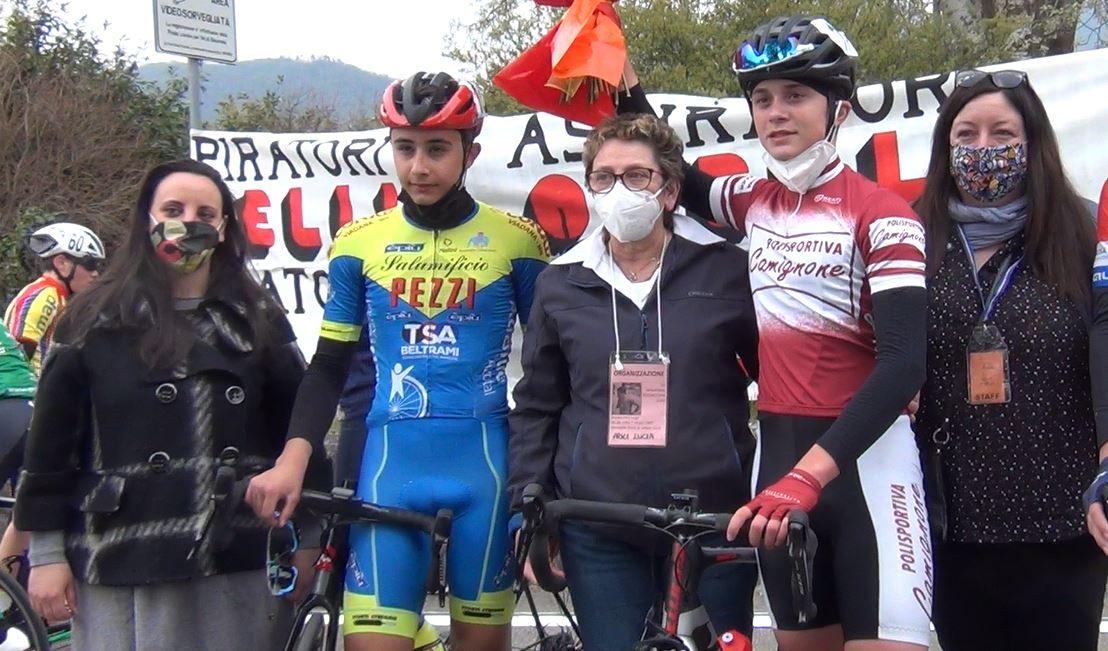 Marco Loda e Federico Saccani premiati dopo l'arrivo a Nave