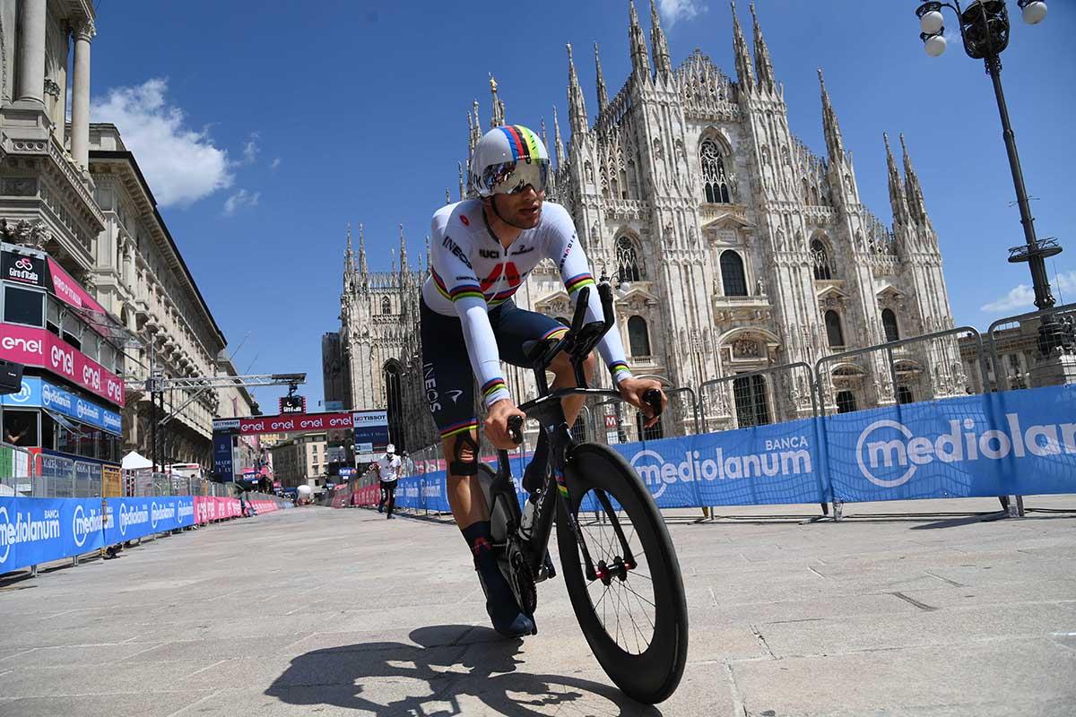 Filippo Ganna vince l'ultima cronometro del Giro d'Italia 2021 (foto LaPresse)