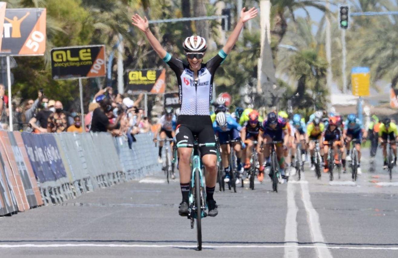 Urska Zigart vince l'ultima tappa della Setmana Valenciana 2021