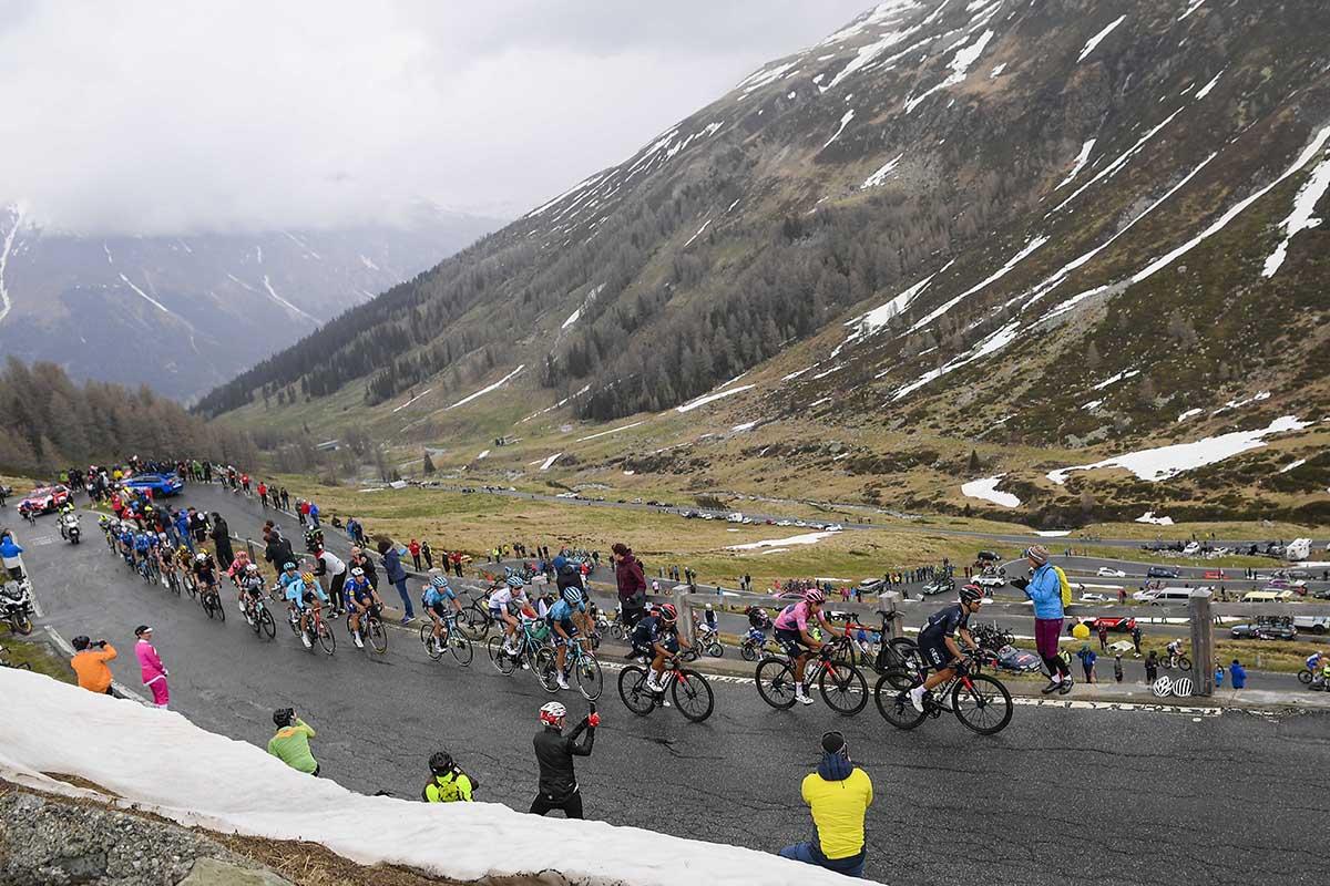 Un passaggio in salita della tappa 20 del Giro d'Italia 2021 (foto LaPresse)