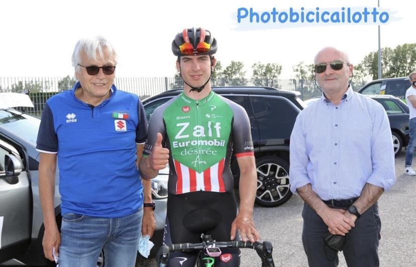 Alessio Portello col CT Marino Amadori e Ruggero Cazzaniga (foto Photobicicailotto)