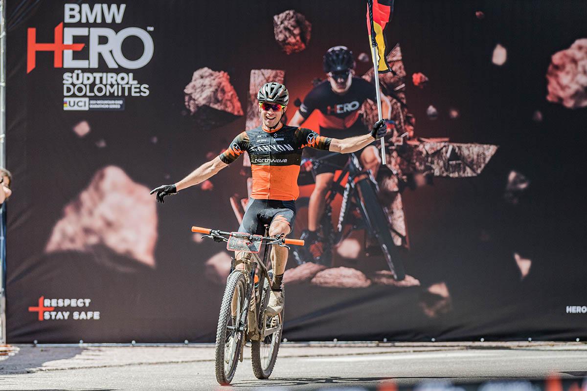 Andreas Seewald vince la HERO Dolomites 2021 (foto ©wisthaler.com)