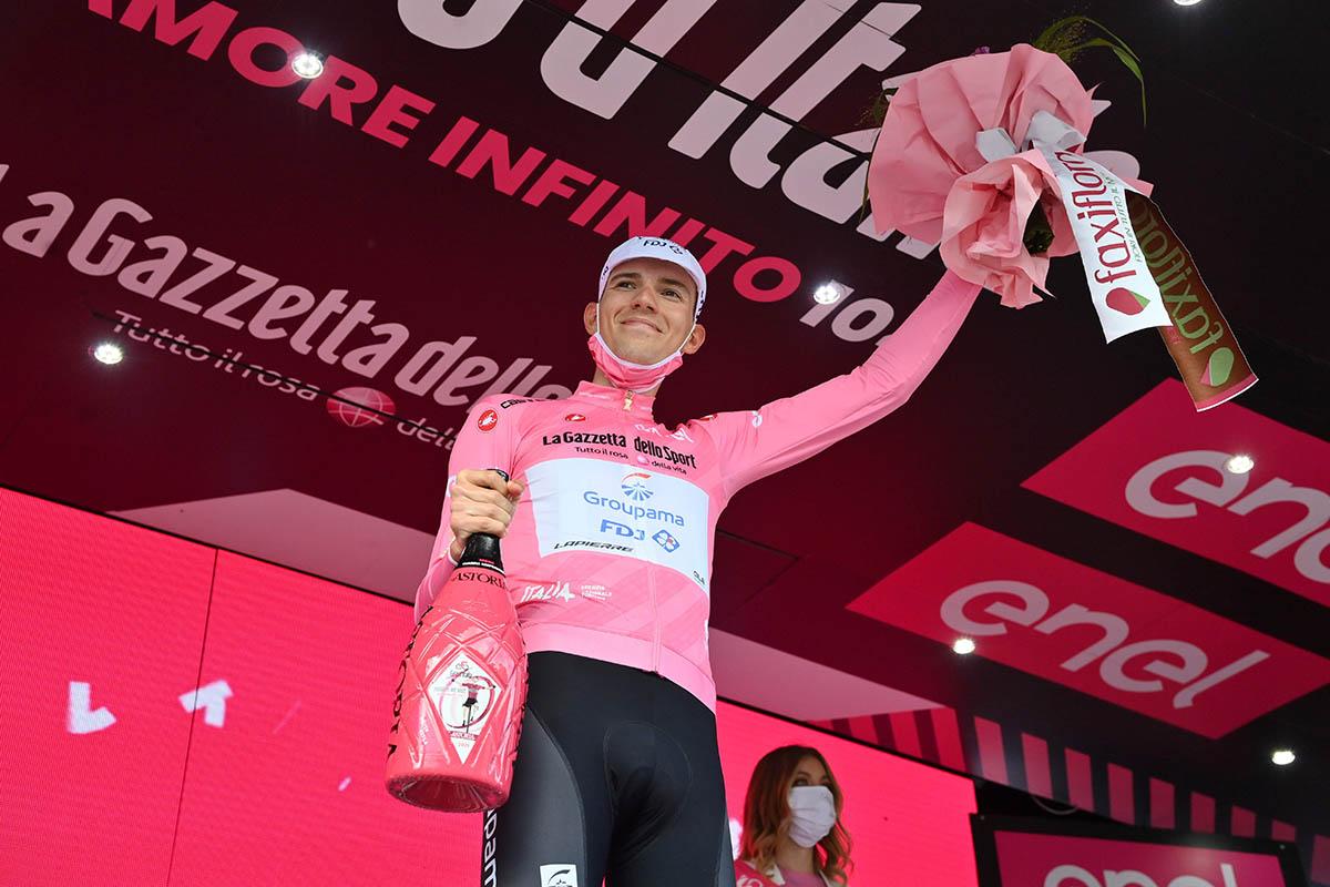 Attila Valter resta maglia rosa del Giro d'Italia 2021 (foto La Presse)