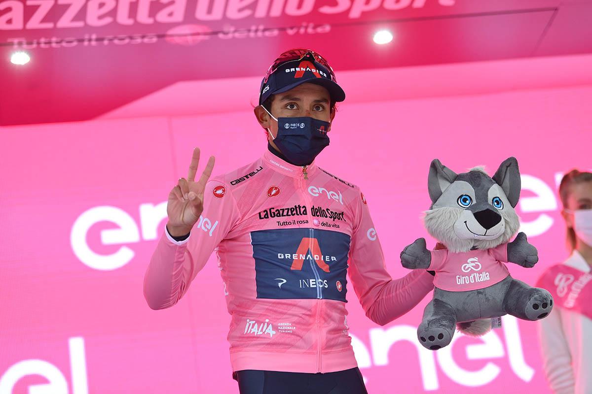 Egan Bernal si conferma maglia rosa al Giro d'Italia 2021 (foto LaPresse)