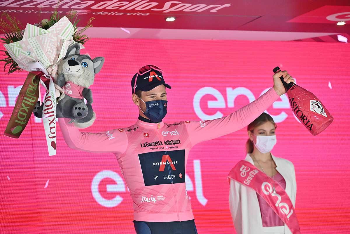 Filippo Ganna resta in maglia rosa anche a Novara (foto LaPresse)