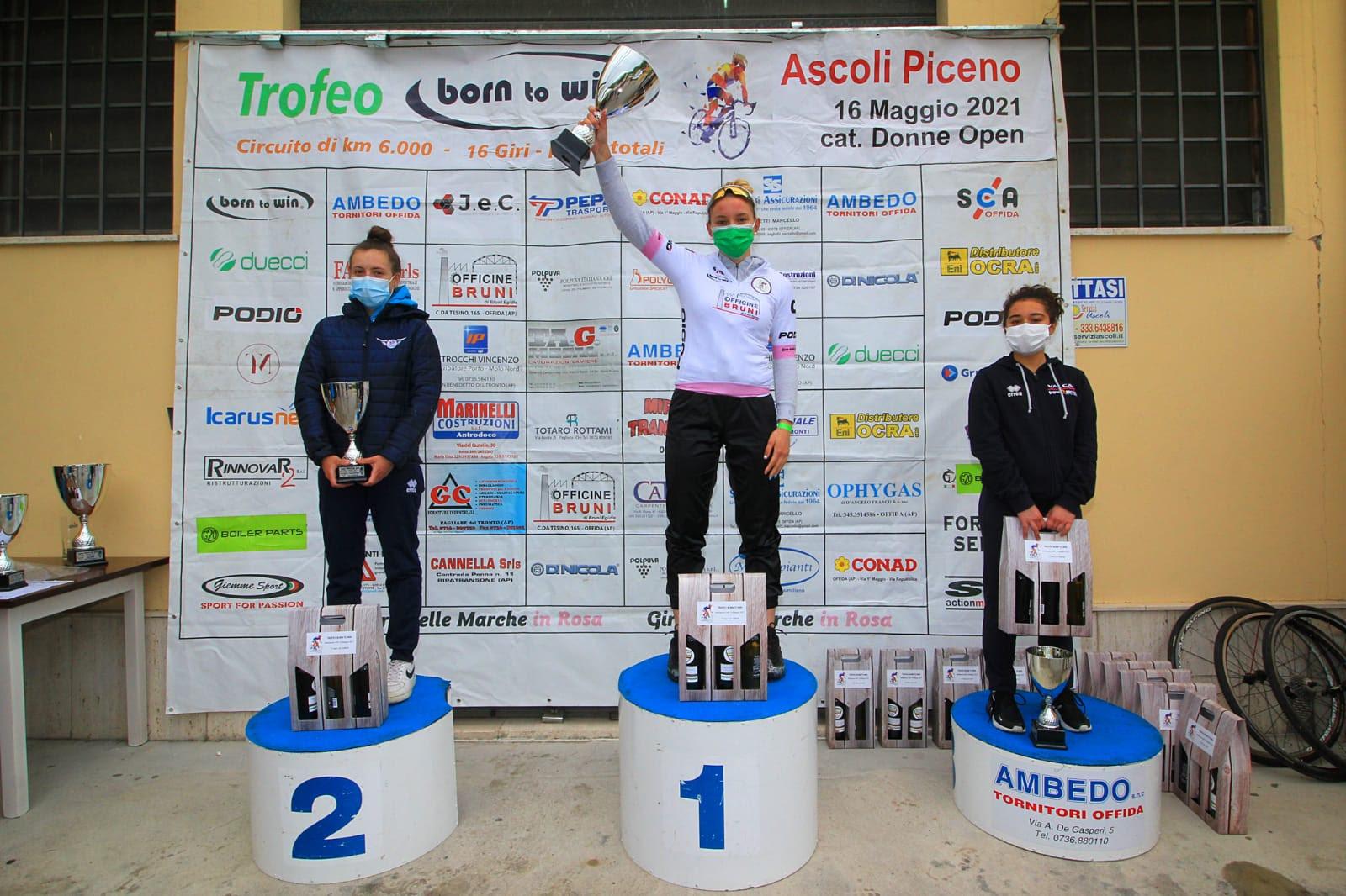 Il podio Donne Junior della gara Donne Open ad Ascoli Piceno, prima Sara Fiorin