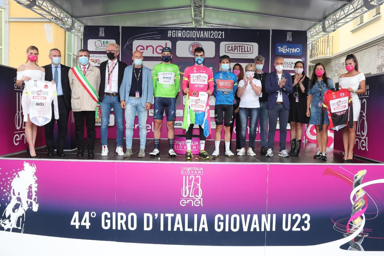 Le maglie dopo la sesta tappa del Giro d'Italia Under 23 (foto Isolapress)
