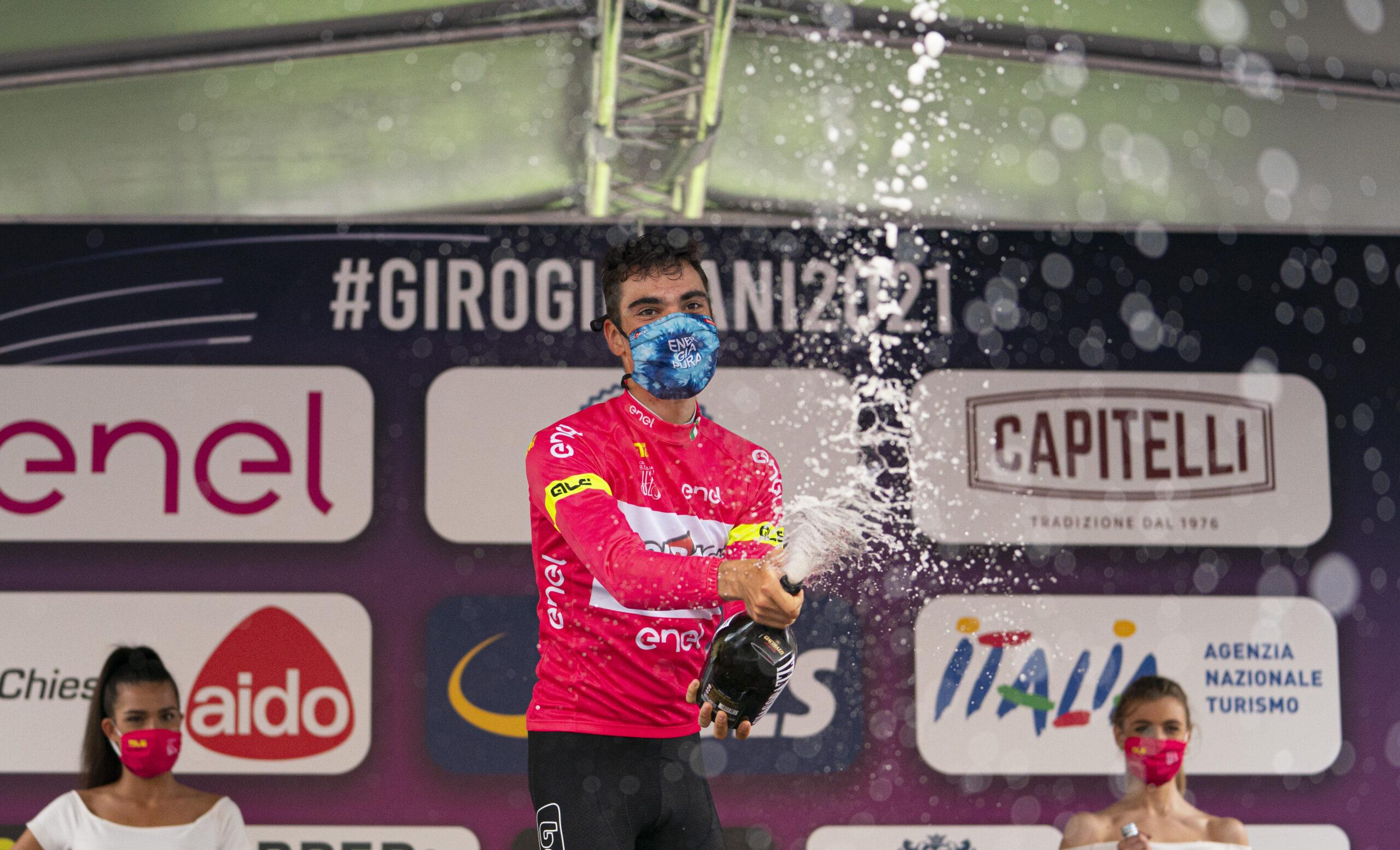 Juan Ayuso si conferma in maglia rosa a San Pellegrino Terme (foto Isolapress)