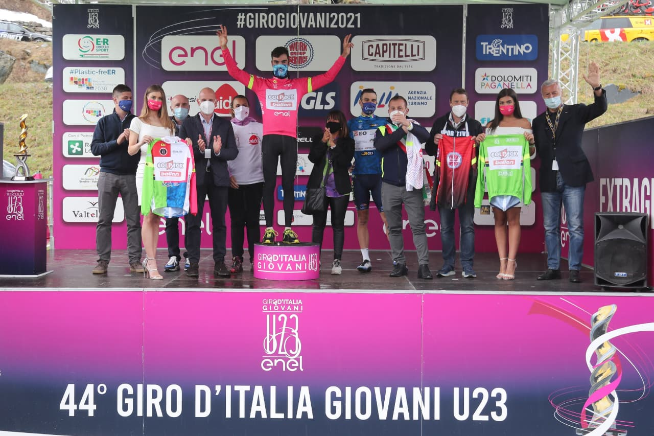 Le maglie dopo la settima tappa del Giro d'Italia Under 23 2021 (foto Isolapress)
