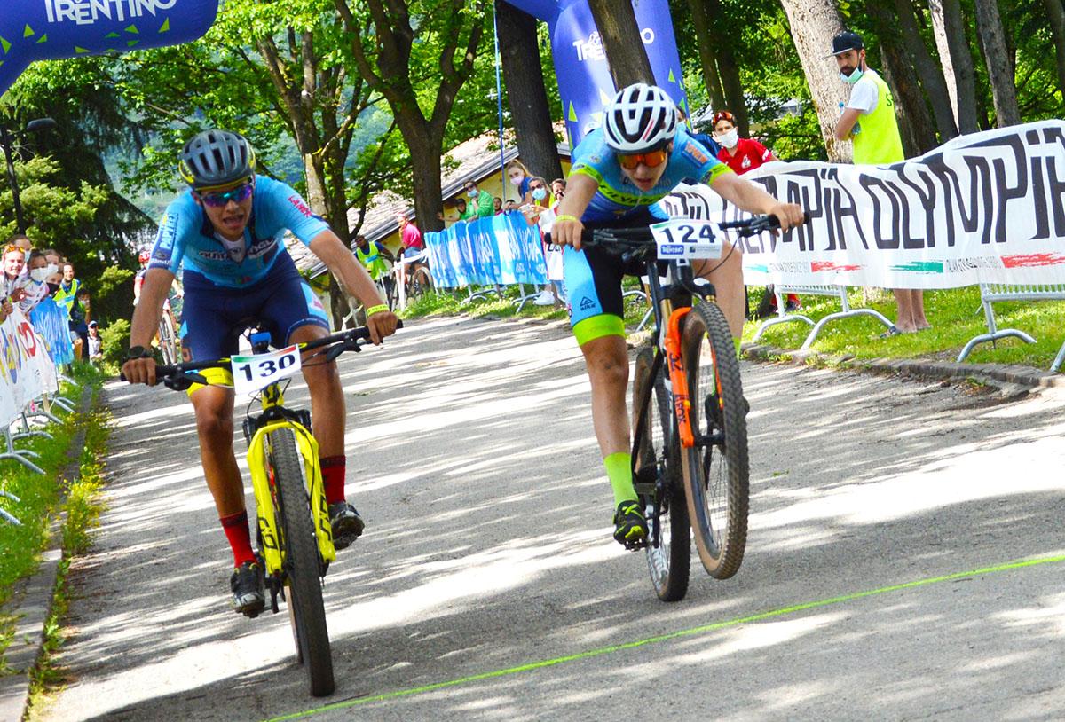 La volata tra Mattia Stenico e Hannes Bacher