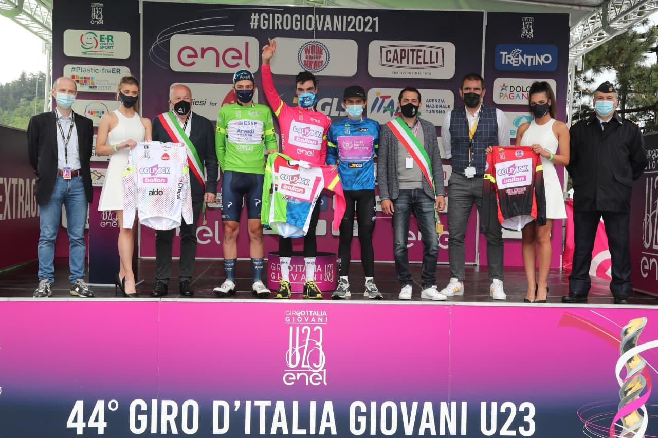 Le maglie dopo la quinta tappa del Giro d'Italia Under 23 2021 (foto Isolapress)
