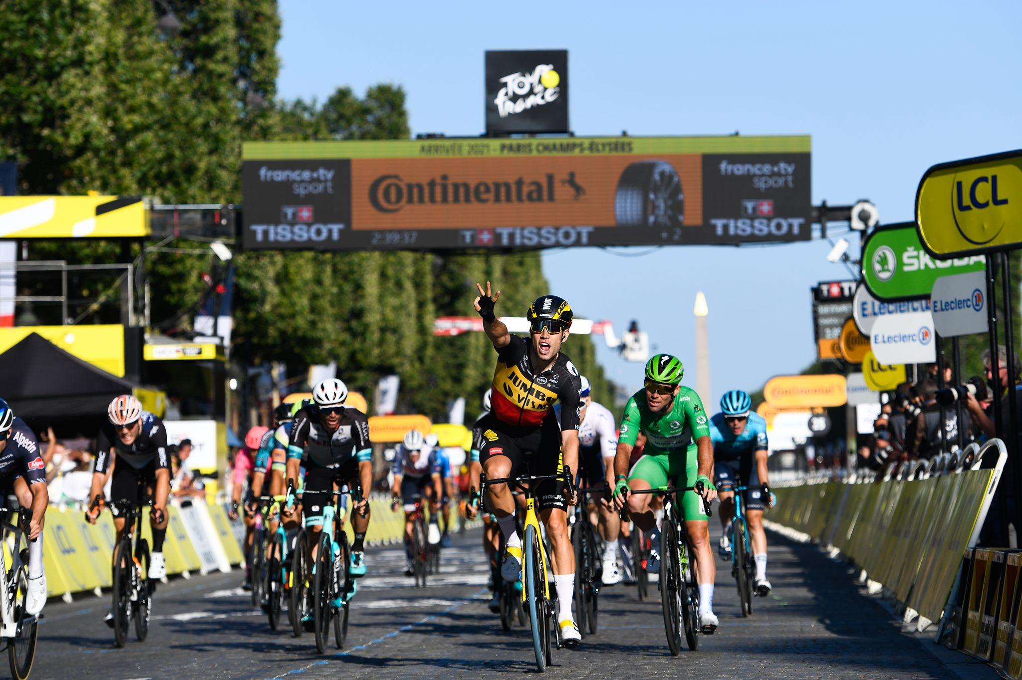 Wout Van Aert vince a Parigi l'ultima tappa del Tour de France 2021