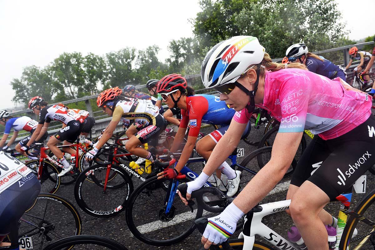 La maglia rosa Anna van der Breggen (foto BettiniPhoto)