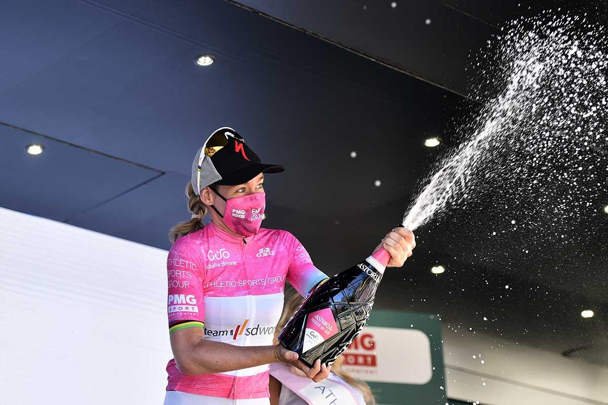 Anna Van der Breggen sempre maglia rosa al Giro d'Italia Donne 2021 (foto BettiniPhoto)