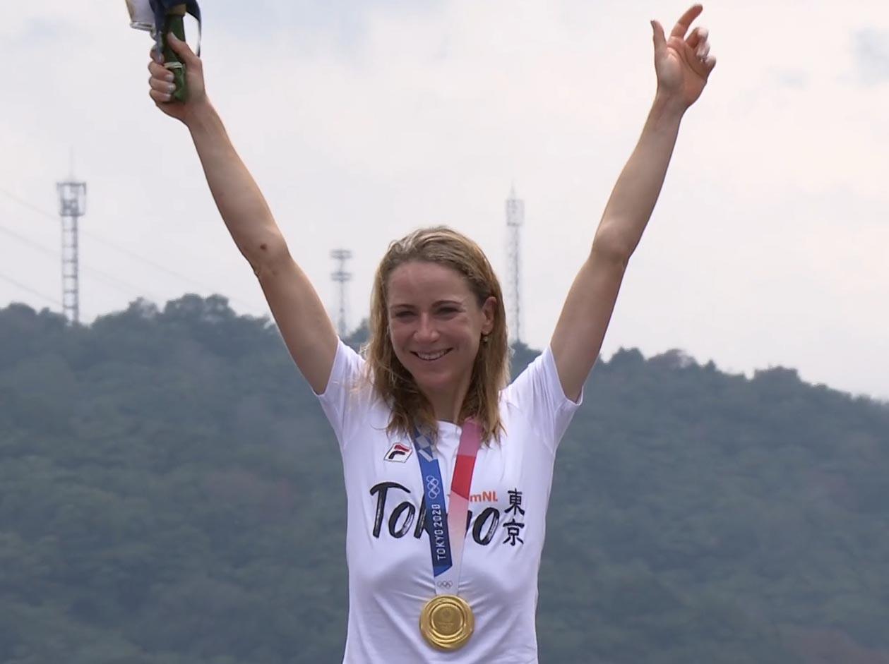 Annemiek Van Vleuten medaglia d'oro nella cronometro femminile delle Olimpiadi di Tokyo 2020