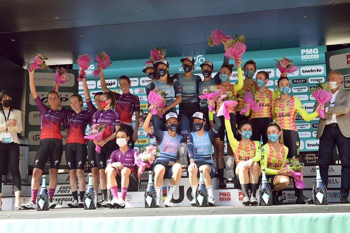 Il podio della cronosquadre del Giro Donne 2021