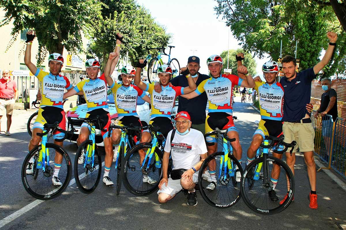 Festa del Team Giorgi per la vittoria di Manuel Tebaldi ad Osio Sotto (foto Berry)