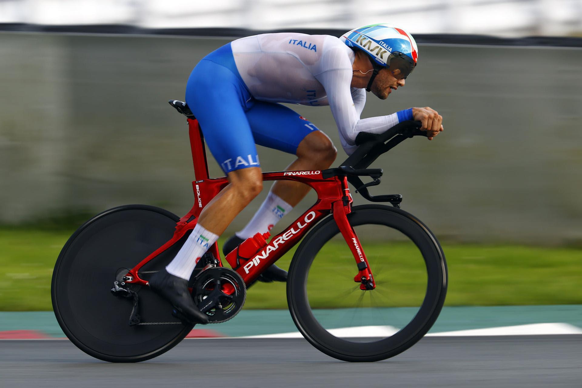 Filippo Ganna in azione durante la cronometro delle Olimpiadi di Tokyo 2020