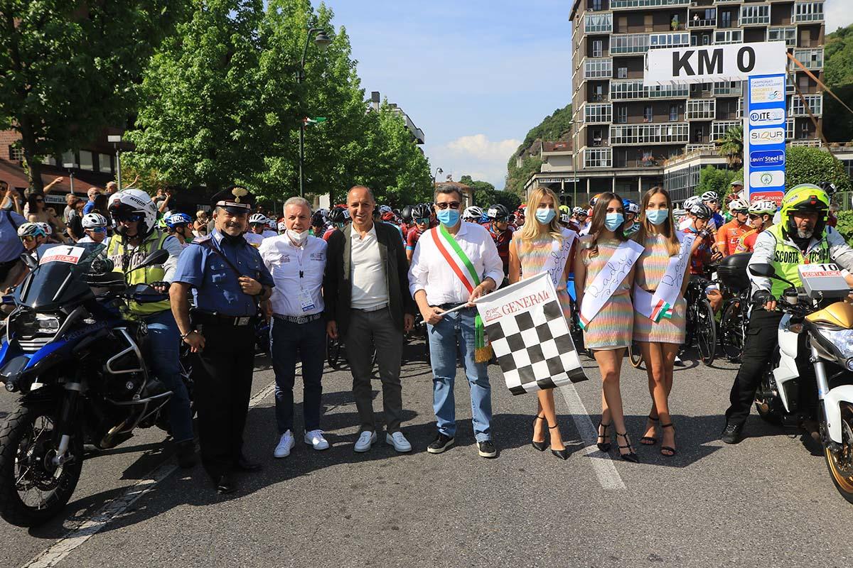 Partenza del Campionato Italiano Juniores a Darfo Boario Terme (foto Fabiano Ghilardi)