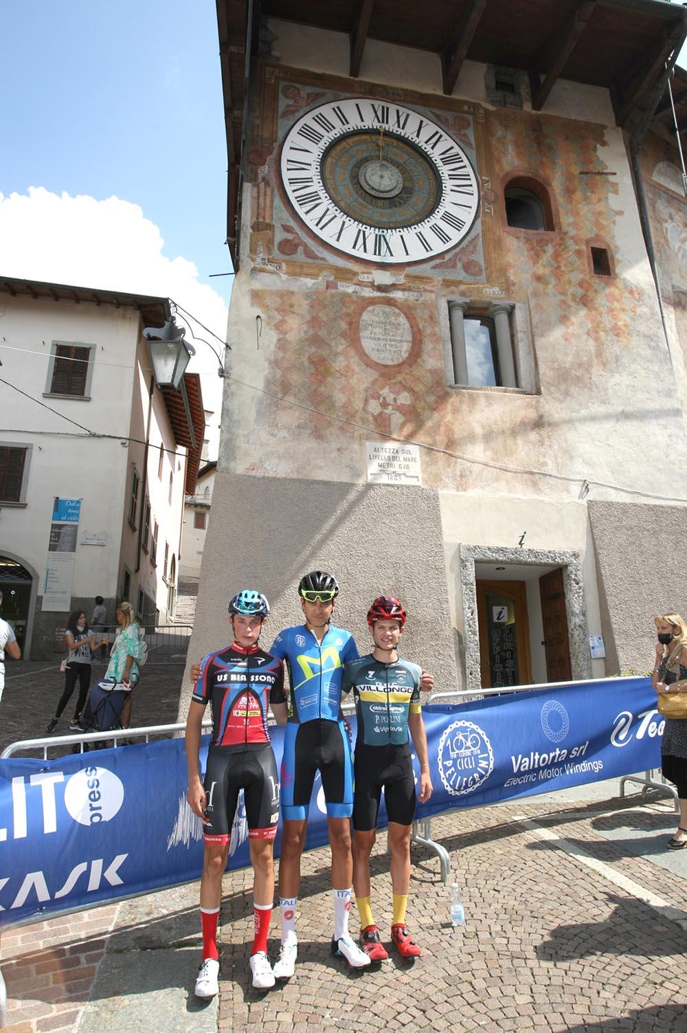 Il podio della gara Allievi in Piazza dell'Orologio a Clusone (foto Giuliano Viganò)