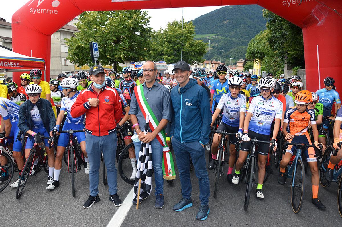 I 173 al via, con il sindaco Merelli, Mauro Zinetti e Ivan Basso