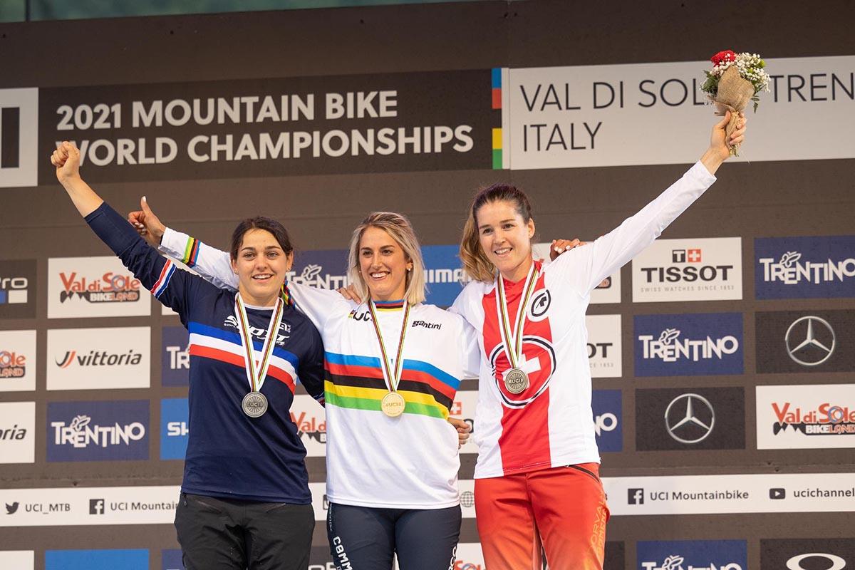 Il podio della gara Donne Elite. Da sinistra: Marine Cabirou, Myriam Nicole e Camille Balanche (Credits: Michele Mondini)