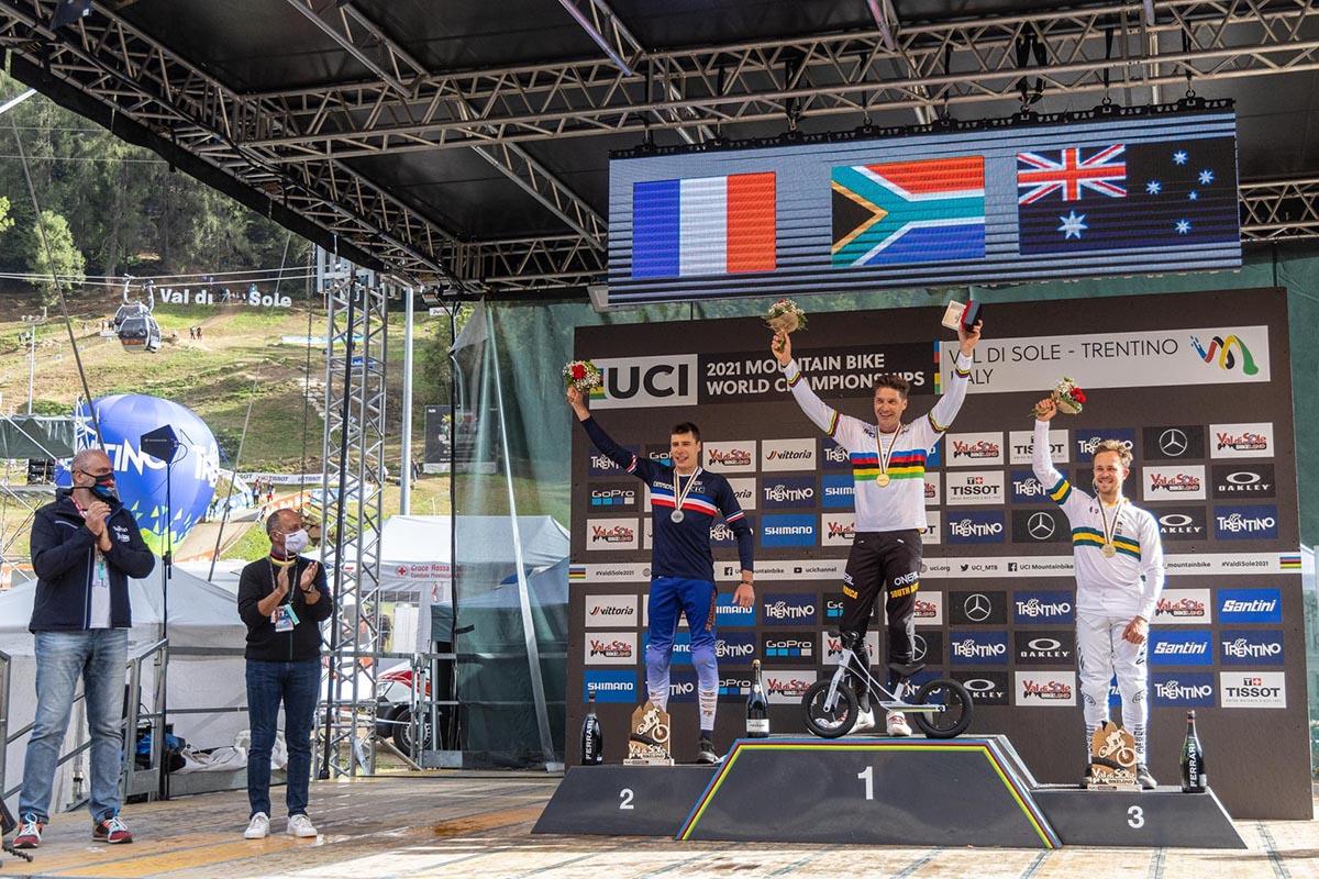 Il podio maschile: Benoit Coulanges, Greg Minnaar e Troy Brosnan (Credits: Michele Mondini)