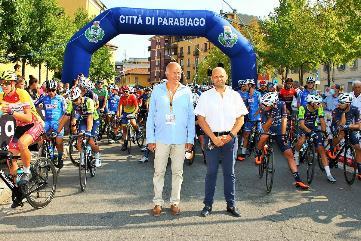 Il presidente del Gc Libero Ferrario Olindo Garavaglia e il sindaco di Parabiago Raffaele Cucchi alla partenza (foto Berry)