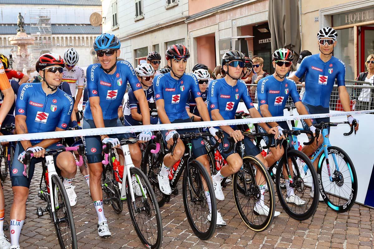 La Nazionale italiana al via del Campionato Europeo strada Under 23 2021 a Trento (foto Photobicicailotto)