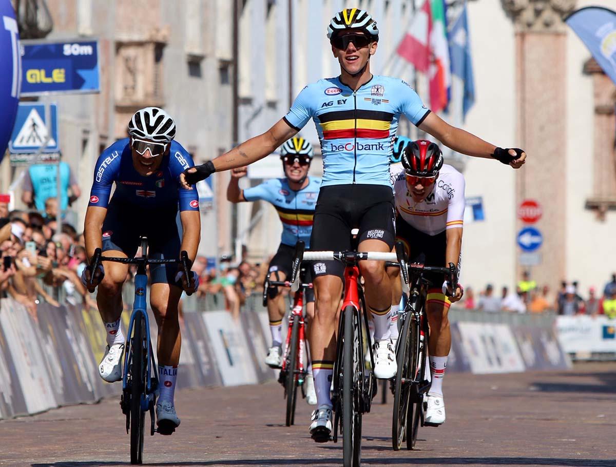 Thibau Nys vince il Campionato Europeo strada Under 23 2021 a Trento (foto Photobicicailotto)