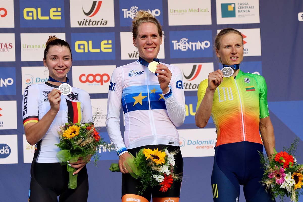 Il podio del Campionato Europeo strada Donne Elite 2021 a Trento (foto Photobicicailotto)