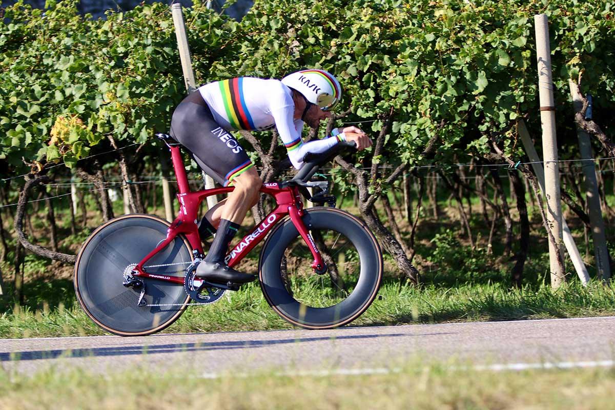 Il campione del mondo Filippo Ganna in azione all'Europeo a cronometro di Trento (foto Photobicicailotto)