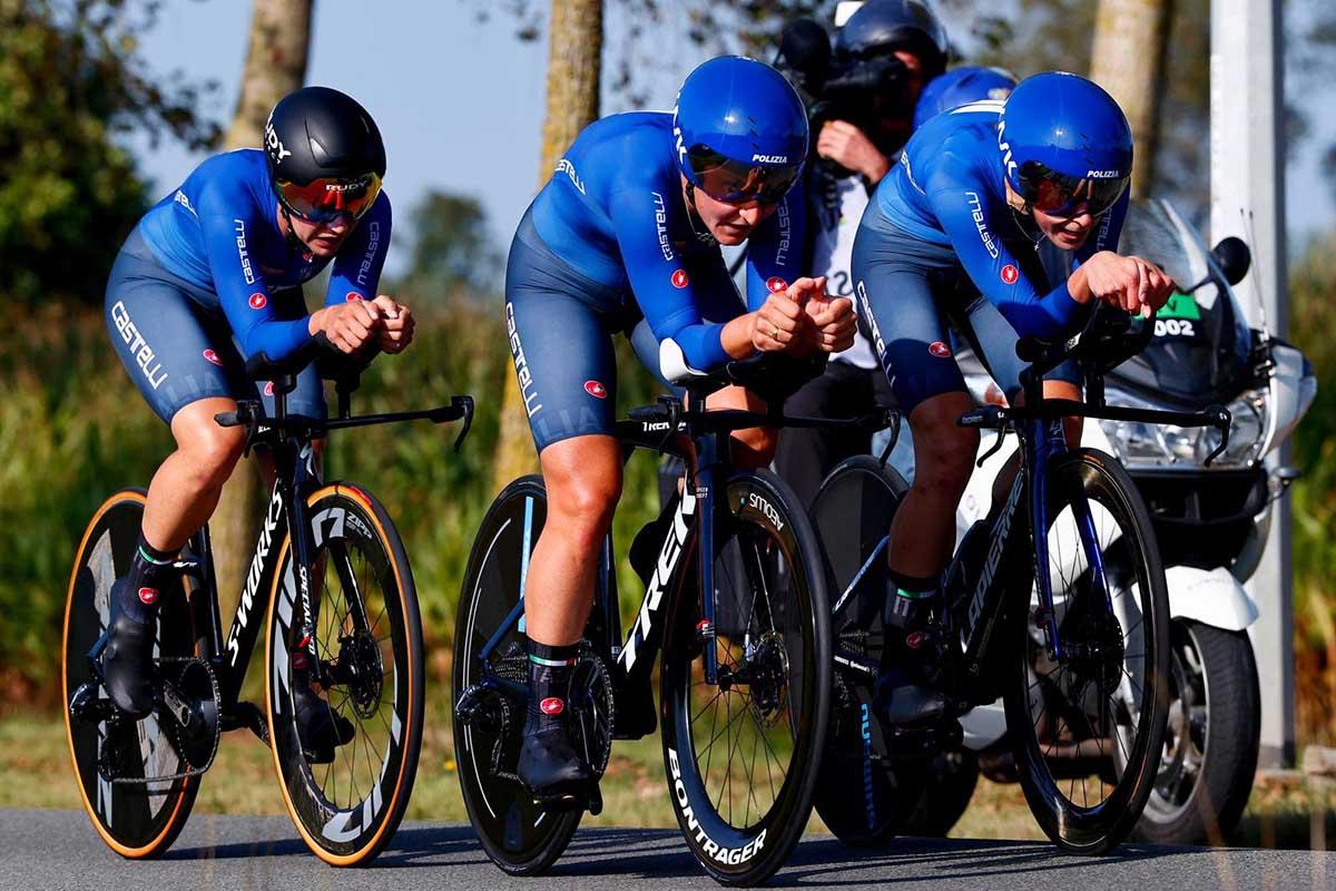L'Italia femminile in azione al Mixed Relay Mondiale a Fiandre 2021 (foto BettiniPhoto)