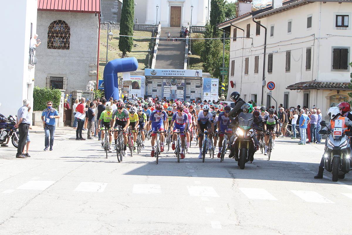 La partenza della prima tappa del Giro della Regione Friuli Venezia Giulia 2021 da Rive d'Arcano (foto Bolgan)