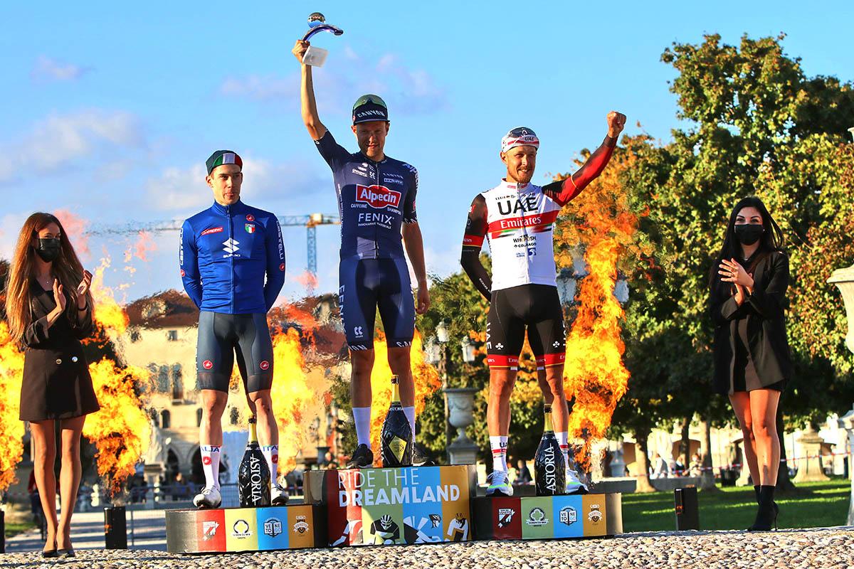 Il podio del Giro del Veneto 2021 (foto Photobicicailotto)