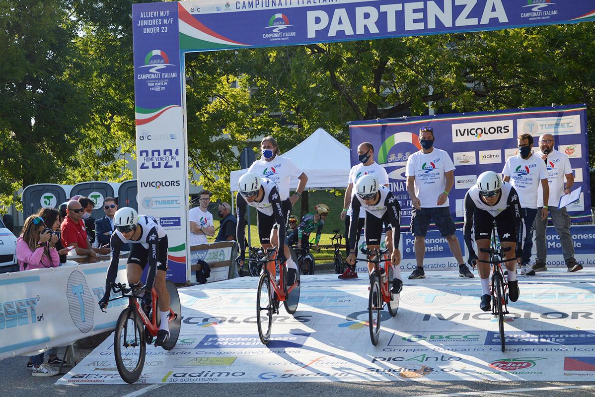 Il Team Qhubeka al via della crono a squadre (foto Amaglio)